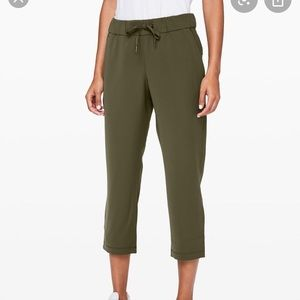 On the fly jogger crop